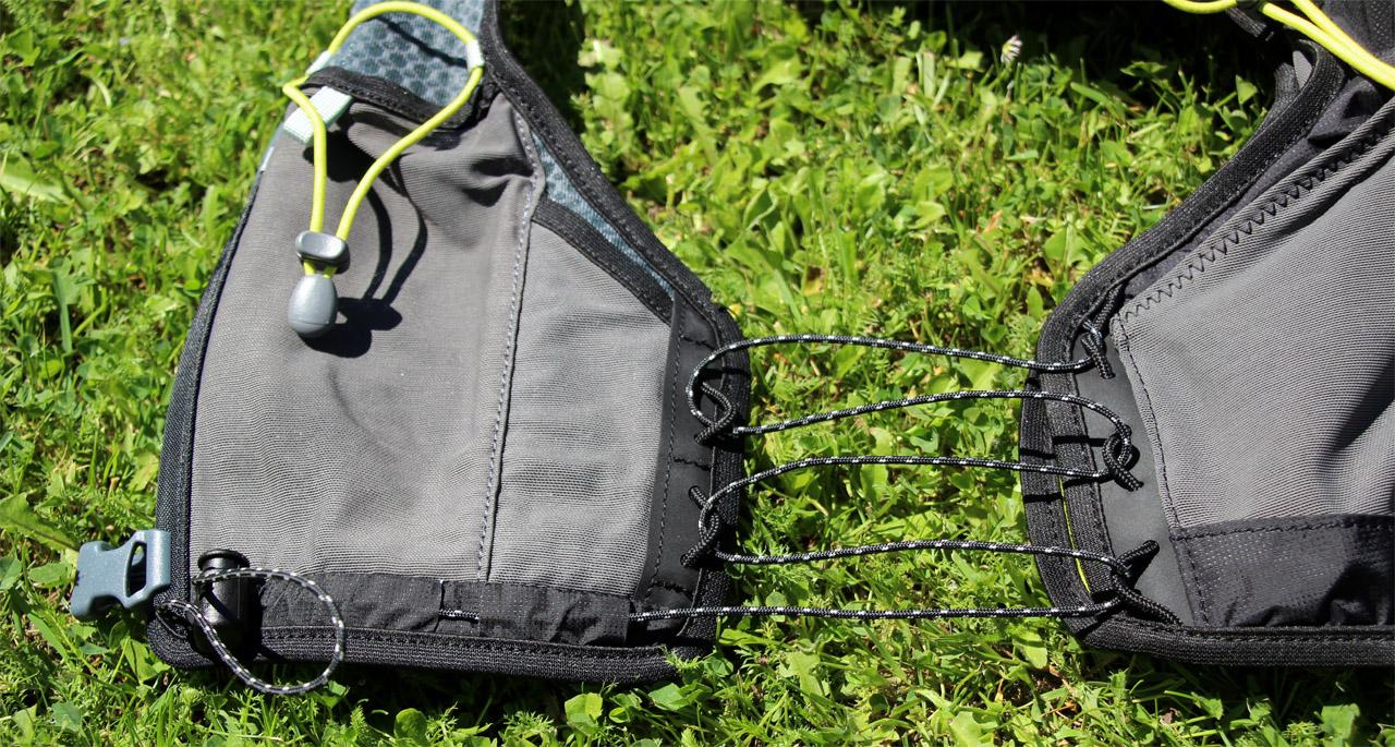 Ferrino X-track vest - bočné nastavenie