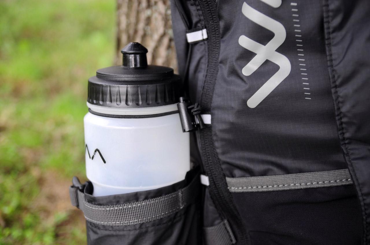 WAA Ultrabag 20L - detail uchytenia fľaše