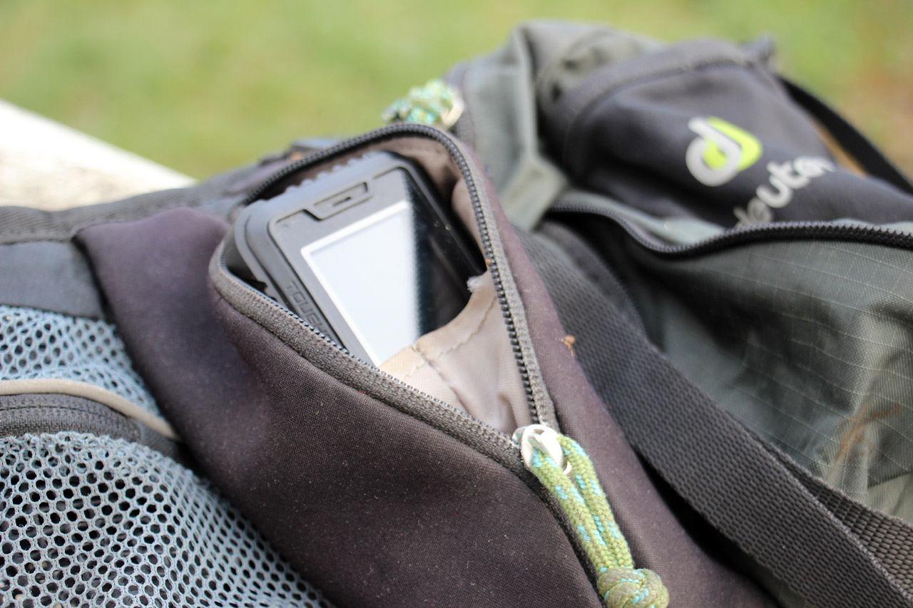 Evolveo StrongPhone Accu vo vrecku Deuter Pulse EXP Four