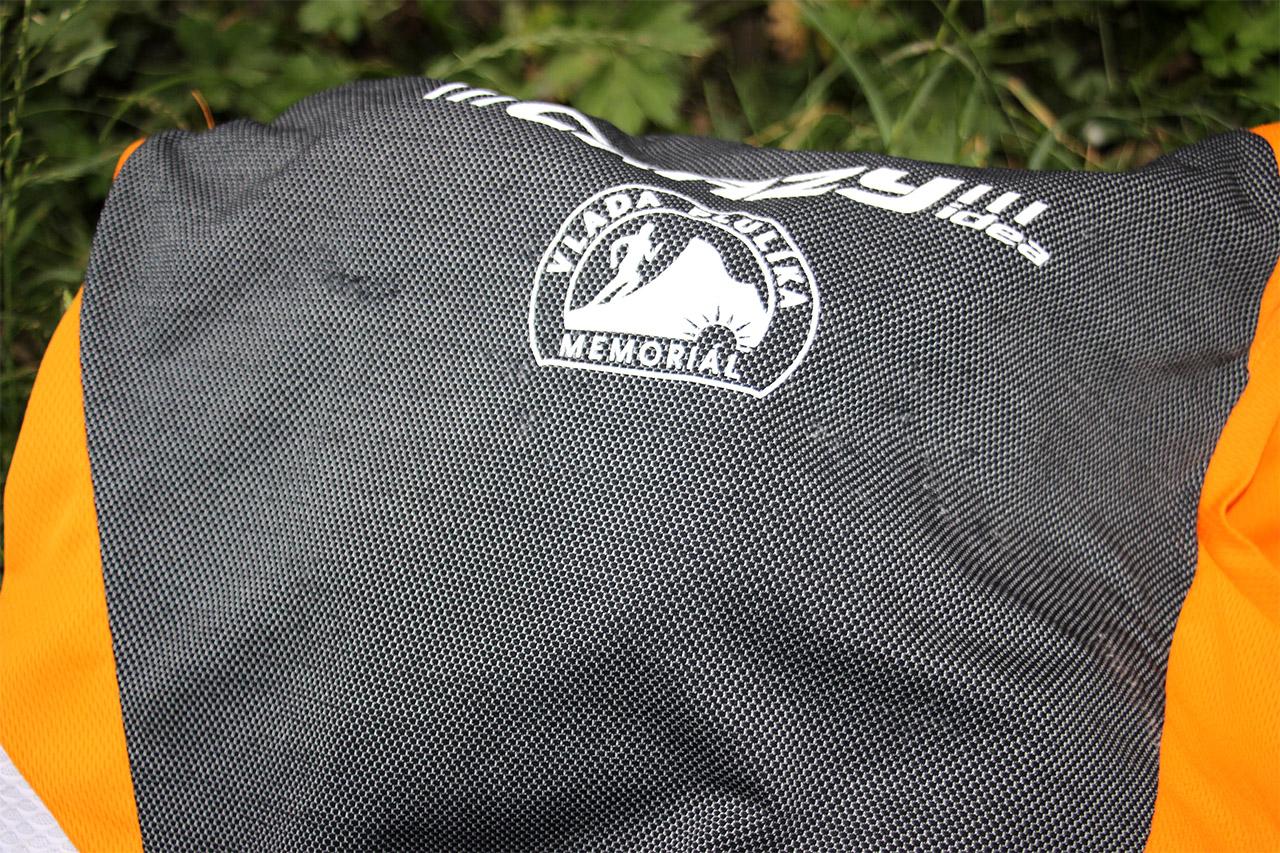 Jemne pozadrapované tričko - spôsobené hrudným popruhom