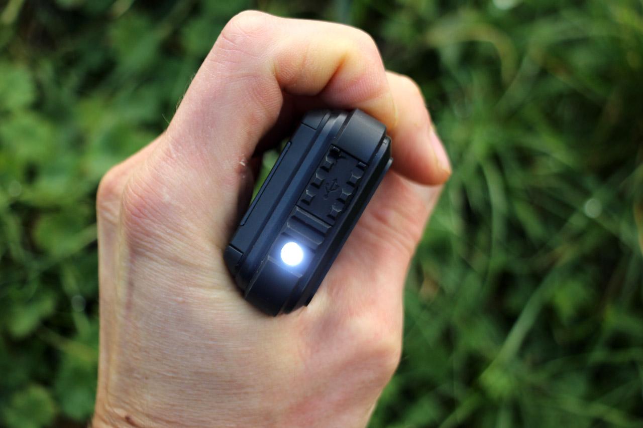 LED svetlo na Evolveo StrongPhone Accu