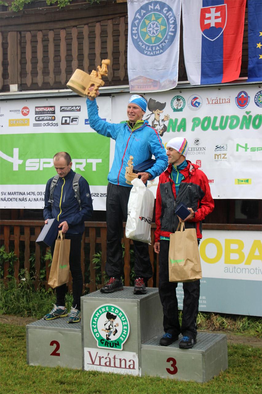Víťaz Jozef Hlavčo s putovným pohárom