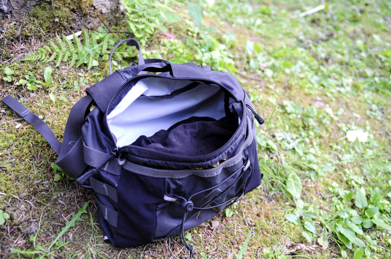 WAA Ultrabag 20L - predná kapsa otvorená