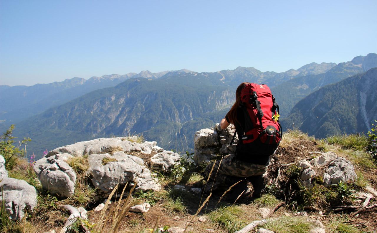 batohom Deuter Guide 40+ SL v Júlskych Alpách