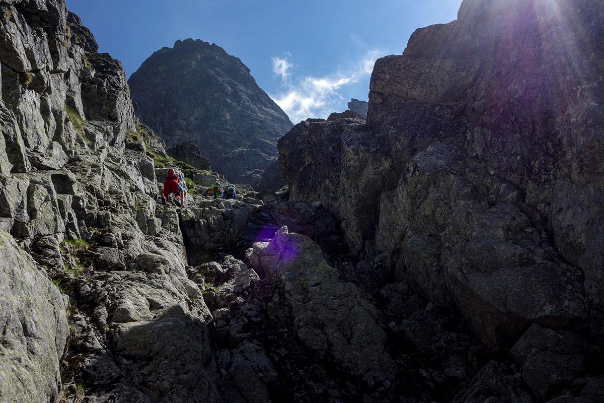 Velická stena cesta cez Výlom , skalnatý žľab