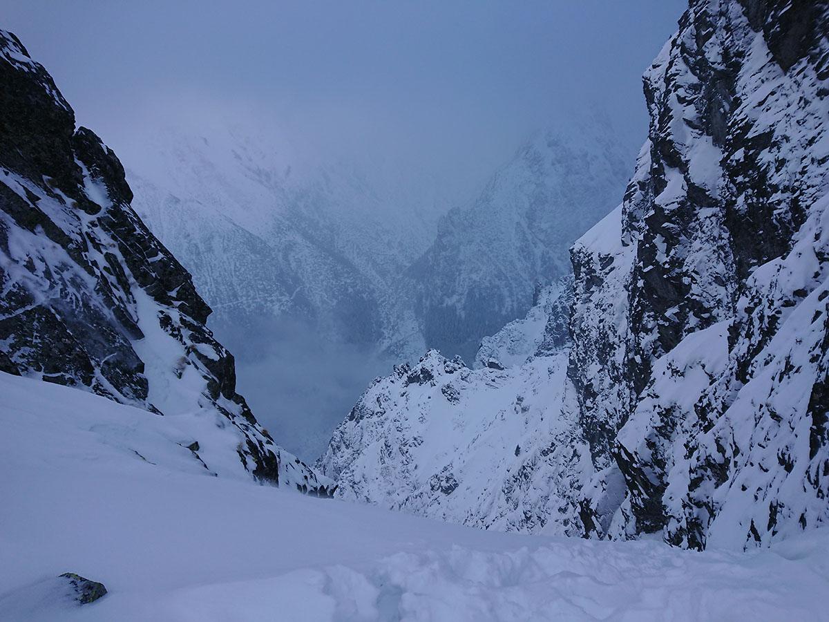 Veľký Mlynárov žľab od vrchu až nadol, zimné lezenie vo vysokých tatrách