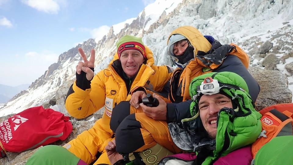 Expresky z hôr 98 - Ľadové mašiny Denis Urubko a Adam Bielicki so zachránenou francúzskou Elisabeth Revol, zdroj: FB page Adam Bielecki