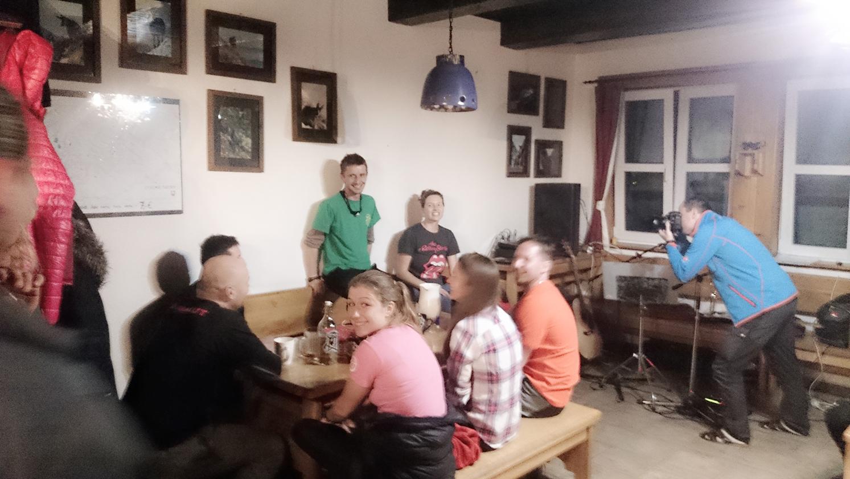Privítanie hostí na Zbojníckej chate